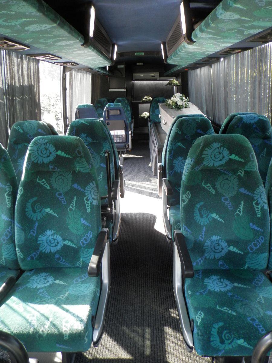 grote-uitvaartbus-2