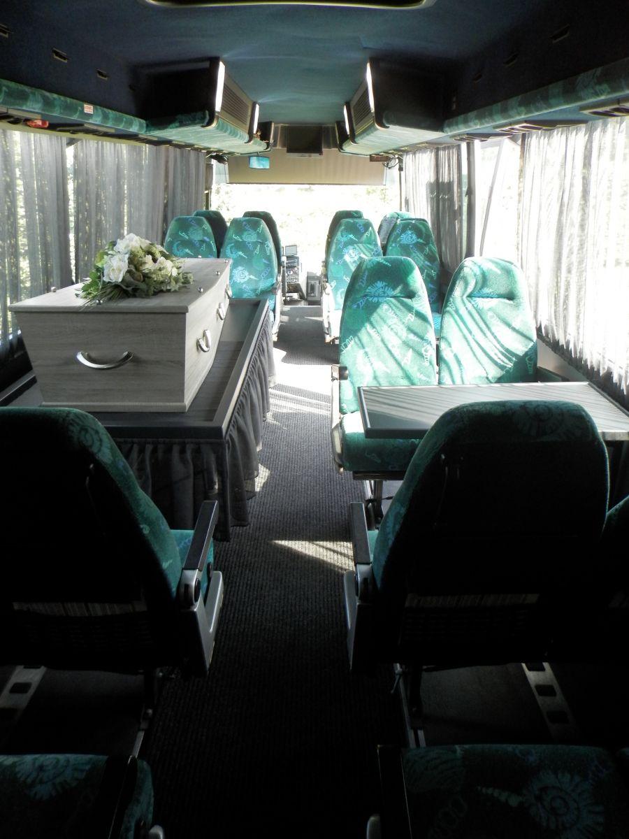 grote-uitvaartbus-3
