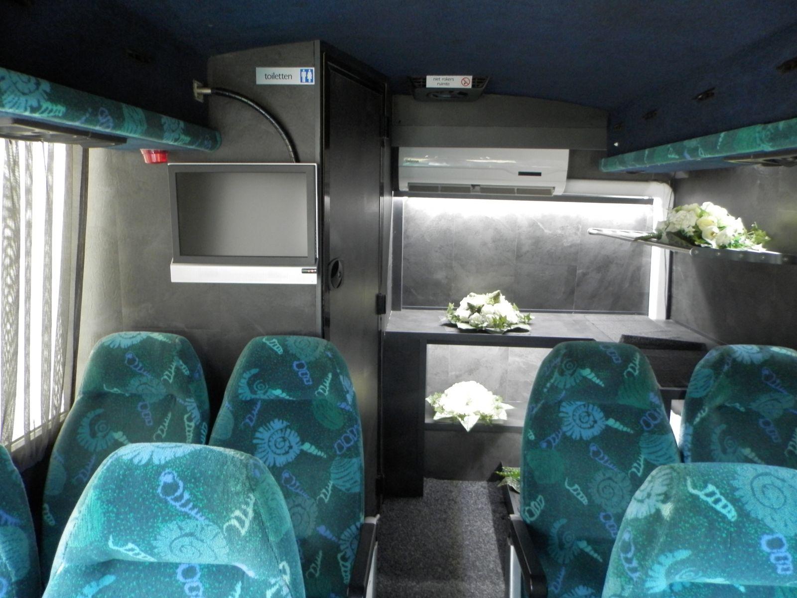 grote-uitvaartbus-4
